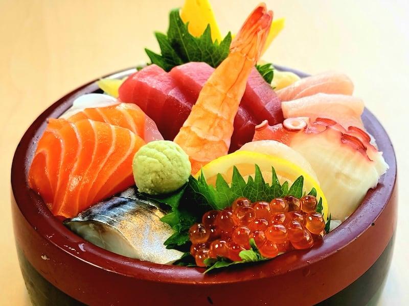 Chirashi furusato sushi