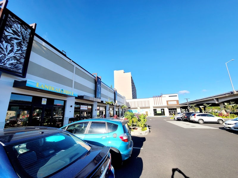 Many parking lots in front of the Kahala shop