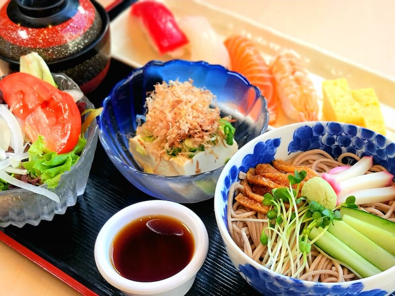 Nigiri and Soba Noodle(Hot) Set for Lunch!