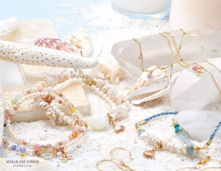 Natural Stones and Hawaiian Jewelry