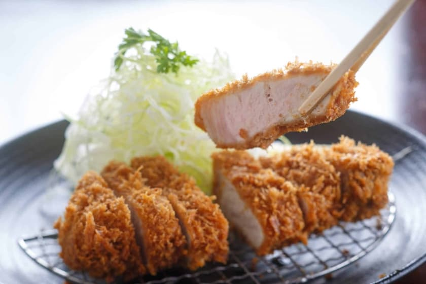 Founded in Tokyo, Tonkatsu Ginza BAIRIN is a renowned tonkatsu restaurant. Don't forget to try the special in-house tonkatsu sauce!