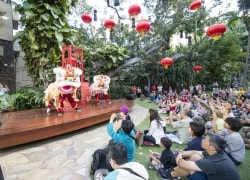 Celebrating Chinese New Year in Royal Hawaiian Center